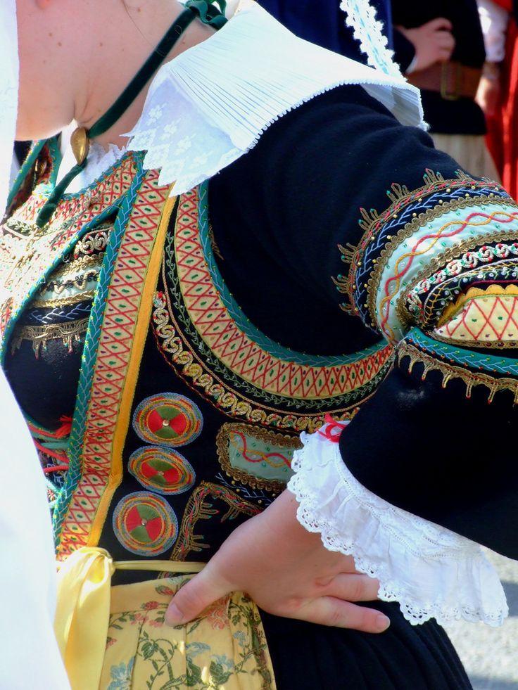Détails costume breton | Finistère | Bretagne | #myfinistere