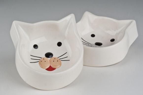 Cat feeding bowls - comedouro para gatos. Cute!  http://elo7.com.br/comedouro-para-gatos/dp/2188AA?utm_source=701_medium=5_campaign=7012