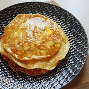 Zijn jullie ook vaak 's avonds alweer bezig met wat je de volgende ochtend gaat ontbijten??  Voor wie zin heeft in pannenkoeken morgenochtend: de link naar mijn favo koolhydraatarme pannenkoeken recept staat in m'n profiel  En ik verklap alvast: je hebt alleen maar eieren en roomkaas nodig! Geen meel of bloem?? Nope!✌ Fijn weekend!  #koolhydraatarm #lowcarb #pannenkoeken