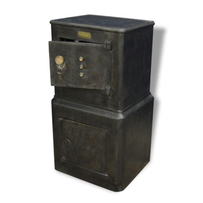 62 best coffre fort images on pinterest coffer 17th century and casket. Black Bedroom Furniture Sets. Home Design Ideas