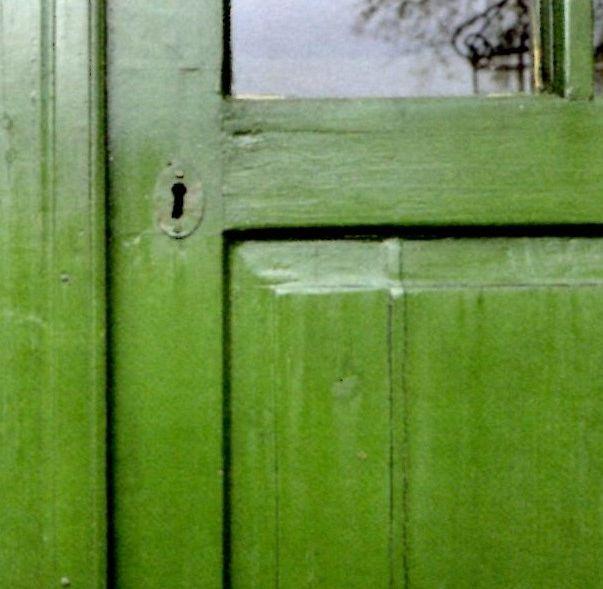 Dør malt i kromoksidgrønn. Vakkert, gammelt pigment.