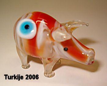 http://fmlkunst.home.xs4all.nl/glazenvarkens2/glas2.htm - glazen varkentje TE KOOP voor 6,95 euro