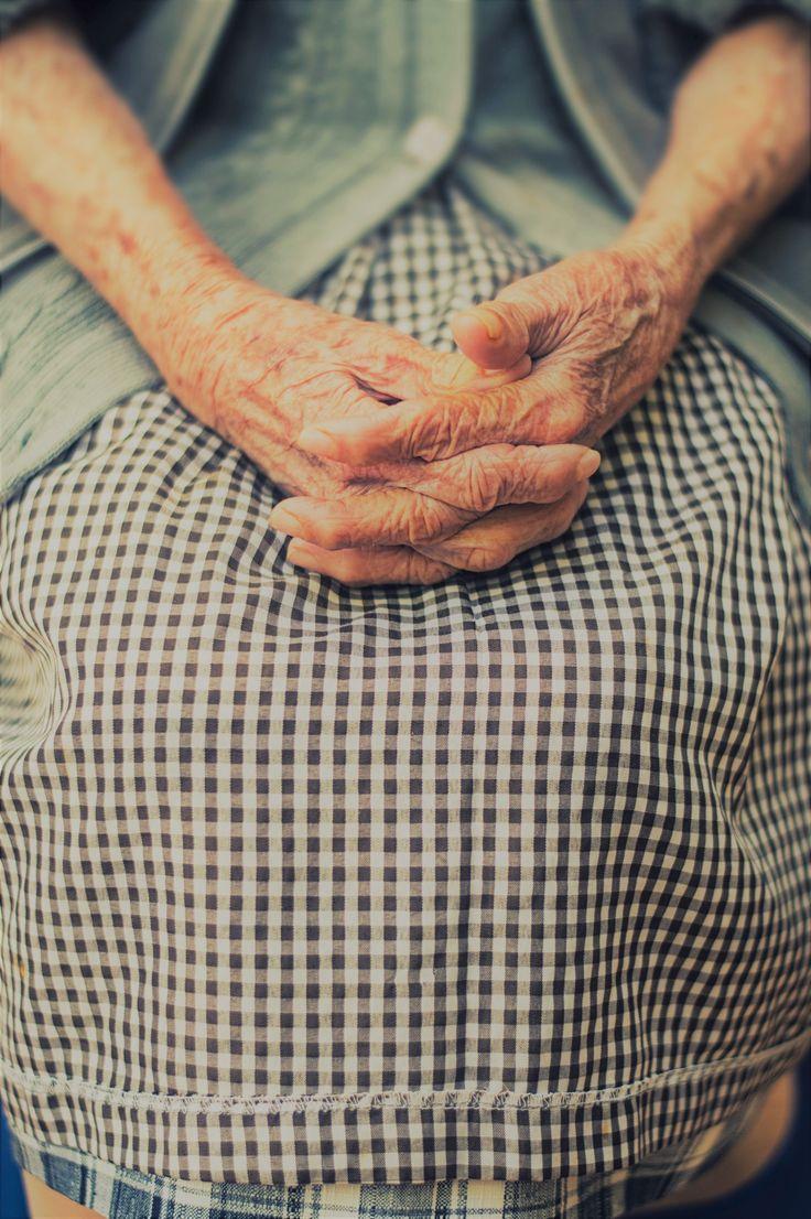 Warum altern wir? Warum werden wir im Alter krankheitsanfälliger? Bruce Ames schreibt hier (http://www.pnas.org/content/103/47/17589.full?utm_campaign=coschedule&utm_source=pinterest&utm_medium=Primal), dass Mikronährstoffmängel sich im Alter anhäufen, die Mitochondrien irgendwann nicht mehr arbeiten, und das Unheil so seinen Lauf nimmt. Daher: Altersbedingte Krankheiten aufhalten - mit Mikronährstoffen - mit gesunder Ernährung im Alter. Wirst Du Dich mit diesem Wissen gesund ernähren? Oder…