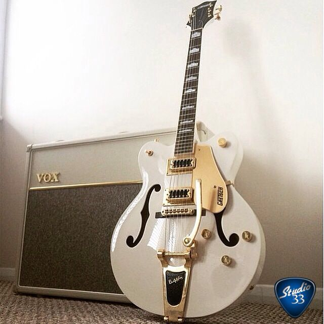 Can't forget about celebrating White Falcon Friday! This beauty belongs to @tobyfowles #gretsch #studio33guitar #whitefalcon Learn to play guitar online at www.studio33guitarlessons.com