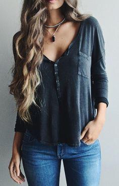 .Camiseta gris marengo y jeans Outfit de primavera