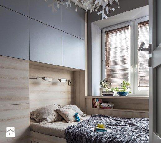 Aranżacje wnętrz - Sypialnia: Sypialnia ze śnieżynkami - MIKOŁAJSKAstudio. Przeglądaj, dodawaj i zapisuj najlepsze zdjęcia, pomysły i inspiracje designerskie. W bazie mamy już prawie milion fotografii!