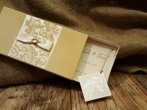 Krem renkli kutulu düğün davetiyesi