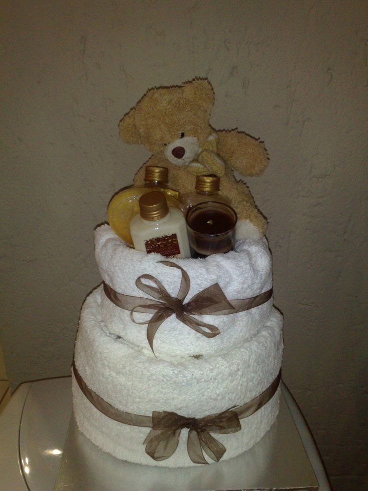 Mom's papmer cake with towels and toilettries www.designernappycakes.weebly.com