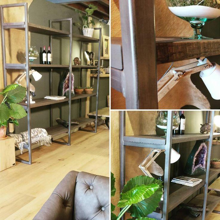 25 beste idee n over kast planken op pinterest kast rekken opbergkast en kast redo - Planken maken in een kast ...