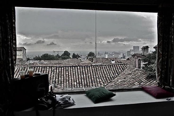Vista Panoramica de Bogota desde una habitacion privada cama doble.