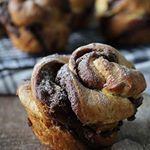 Hoe je deze chocolade rol broodjes van croissantdeeg maakt lees je nu op de blog Link in de bio croissant chocolate nutella hazelnut chocolade hazelnoot ontbijt morning instabaking