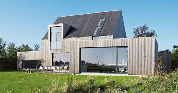 Ook hier een compact huis / schuurwoning met een lage aanbouw waar licht in komt.