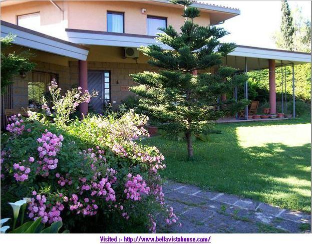 Bella Vista offre ai suoi ospiti numerose delle strutture: tre o quattro letti, soggiorno con TV, DVD, seduta, tutte le camere sono impostati con bagno, riscaldamento, aria condizionata, TV e altre cose.