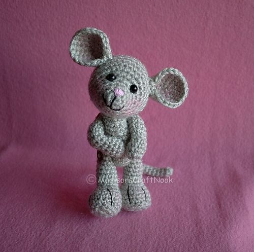 Morris the mouse - free pattern by Janice Cyr
