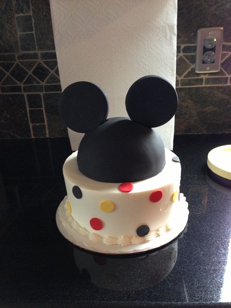 Awesome Mickey Mouse cake!