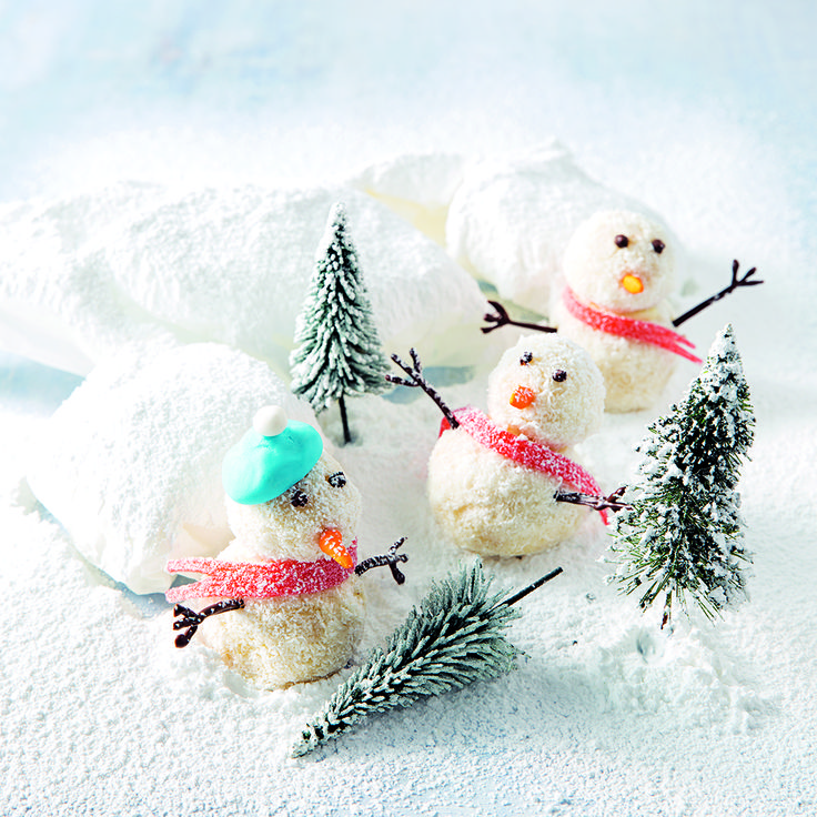 These Truffle Snowmen are a cute, crafty idea for Christmas dessert and the kids will love helping out to make them!