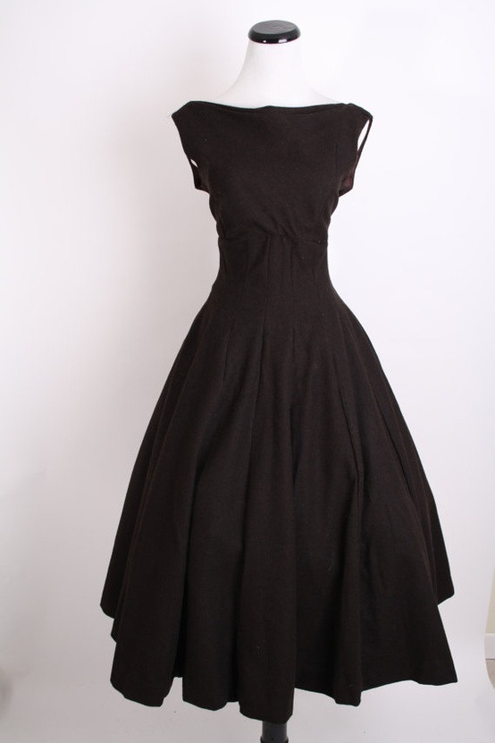 1950s dress.  I love this!  Wish I had some reason to wear this.