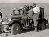 Η πρώτη γυναίκα που έκανε τον γύρο του κόσμου με αυτοκίνητο ήταν η γερμανίδα Κλερενόρε Στίνες. Η Στίνες λάτρευε τα αυτοκίνητα και πήρε για πρώτη φορά μέρος σε ράλι με ψεύτικο όνομα σε ηλικία 23 ετών.