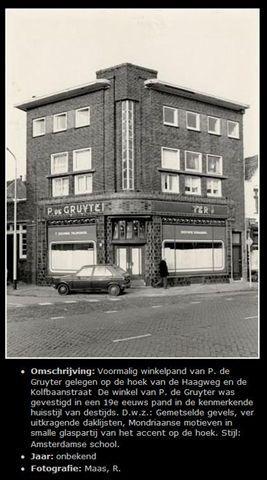 """Voormalig winkelpand van P.de Gruyter gelegen op de hoek Kolfbaanstraat / Haagweg 64 De winkel van P de Gruyter was gevestigd in een 19 e eeuw pand in de kenmerkende huisstijl van destijds d w z Gemetselde gevels veruit kragende daklijsten , Mondriaanse motieven in een smalle glaspartivan het accent op de hoek , stijl is Amsterdamse school In dit pand nu """"De Stuckoning"""". (Het schijnt dat de Haagweg vroeger """"Bredascheweg"""" heette)."""
