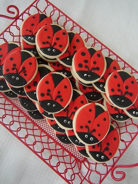 ladybug cookies...bet u can make these Jenny!