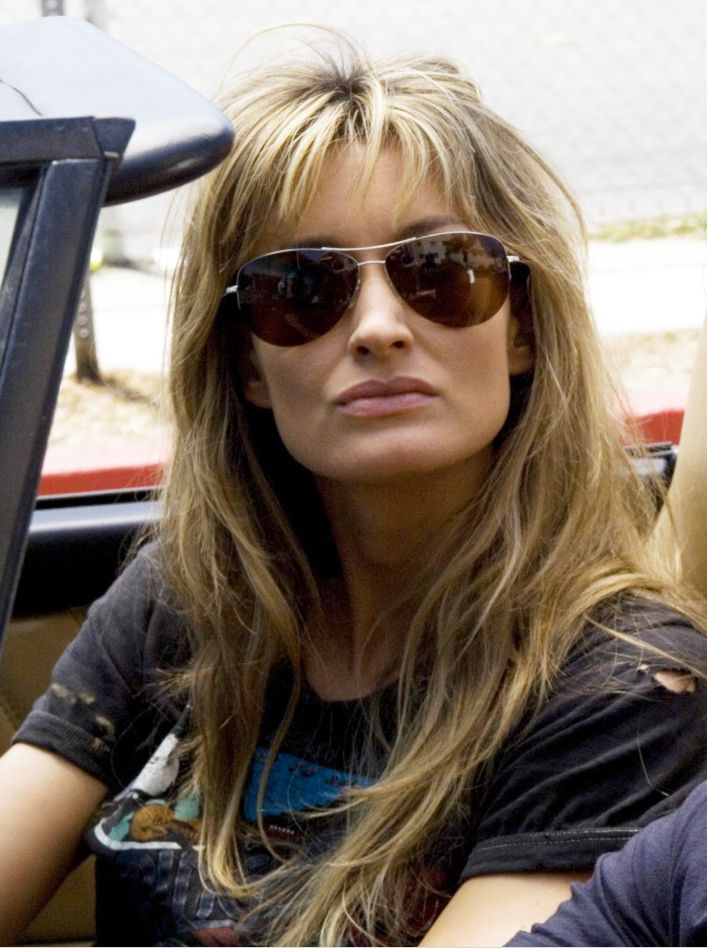 Natascha McElhone - Looking amazing in aviator style sunglasses and her hair is just lovely!!