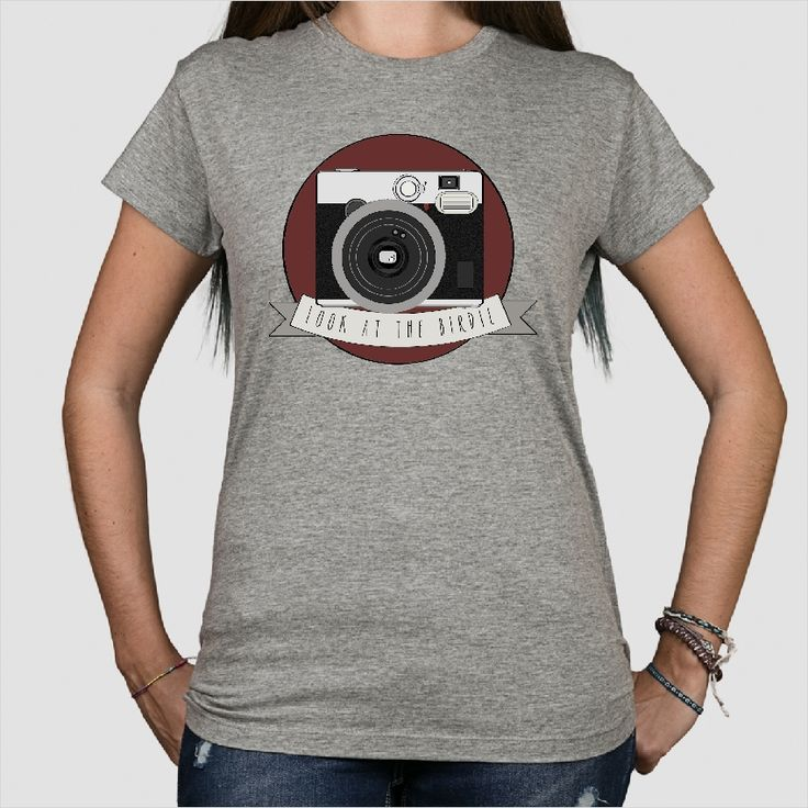 T-shirt with a good looking retro camera, because photo´s are timeless