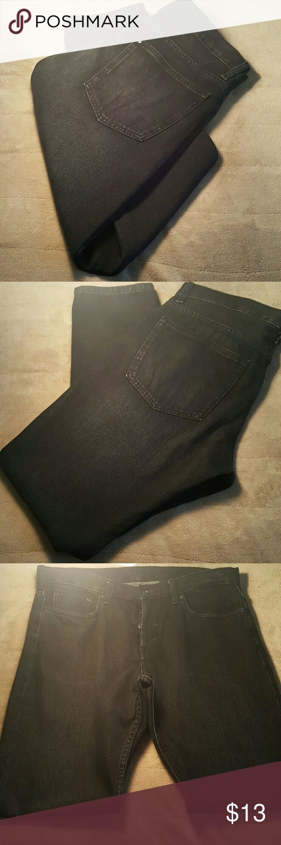 Men's H&M Slim Regular Tapered Jeans Men's H&M Slim Regular Tapered Jeans In Black Faded Wash. 5 Pocket With A Regular Waist, Button Fly and Tapered Legs. Gently Used. Worn No More Than Twice. 100% Cotton. 34 Waist 32 Inseam H&M Jeans Slim