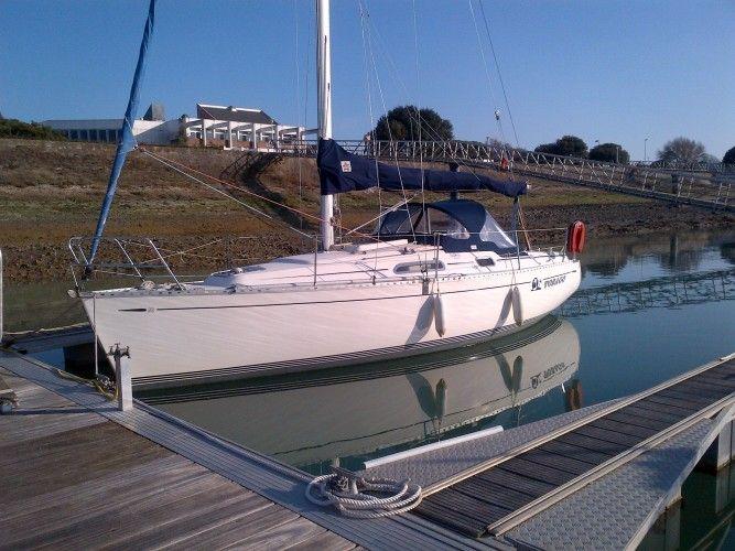 """Profitez du superbe bateau de Jean Claude pour seulement 252€/nuit à La Rochelle.   """"Confort garanti à bord de ce voilier""""  Rendez vous sur SamBoat.fr pour profiter de cette formidable offre de Location entre Particuliers."""