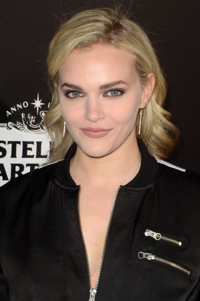 Madeline Brewer has been cast in Hulu's upcoming series The Handmaid's Tale. What do you think? Have you read the novel?