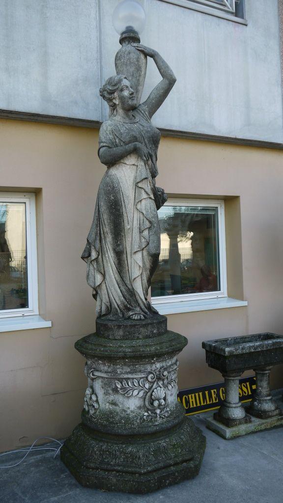 Scultura in pietra - http://test.achillegrassi.com/project/scultura-con-basamento-in-pietra-bianca-di-vicenza-3/ - Scultura con basamento in Pietra bianca di Vicenza Dimensioni:  110cm x 110cm x 395cm