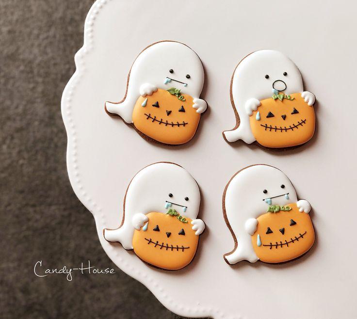 旬のかぼちゃは美味しいですよねー♡ よだれが出ますね♡ このクッキーは、ハロウィンPartyの準備をしてたら、食べたくなっちゃったオバケ&食べられそうなカボチャという設定です(笑) 長い(笑) そのまんま(笑) * #Creema にて販売中 「お菓子のおうち」で検索してみて下さい。もしくはブログからどうぞ(*^ω^*) #もちろんご自由にアレンジ下さい #instagram #instagood #instafood #icingcookies #icing #cookies #cotta #cuoca #クッキングラム #アイシングクッキー #アイシング #クッキー #ハロウィン #オバケ #かぼちゃ #ハロウィンパーティー #クッキー型