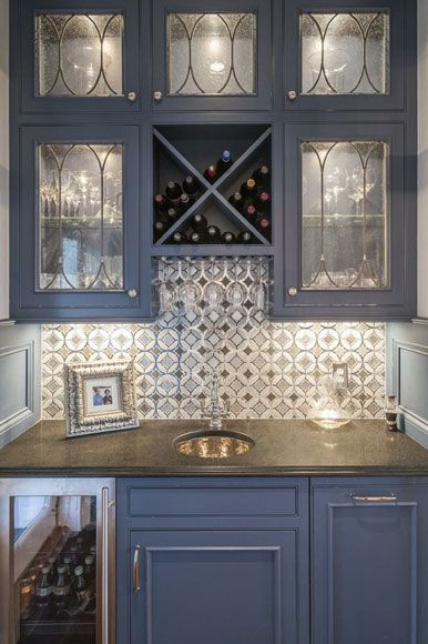 We love this home bar area designed by Berninger Designs in the #Cincinnati area. #housetrends https://www.housetrends.com/specialist/Berninger-Designs