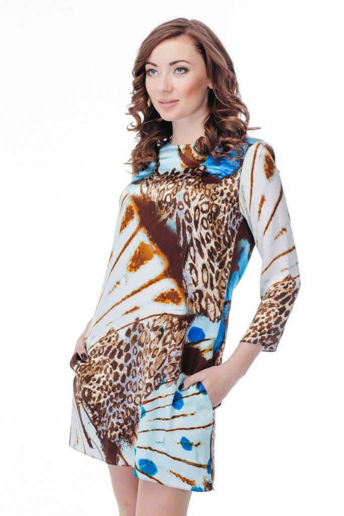 Платье GIZIA Артикул 010-010-0048 ЦЕНА 6000 руб Размер 36 Легкое оригинальное платье от GIZIA выполнено из гладкого натурального шелка с абстрактным принтом в голубых тонах. Платье имеет асимметричный подол, расклешенный к низу крой, круглый вырез, боковые карманы. Замеры для размера 36: Длина изделия: выше колена 80 см. Длина рукава: 21 см. Вид застежки: молния сзади.