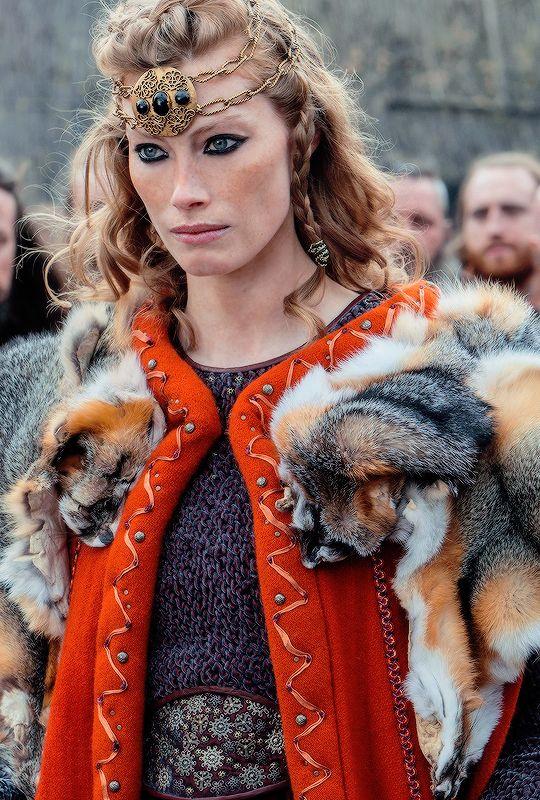 Queen Aslaug in Two Journeys (4.13)