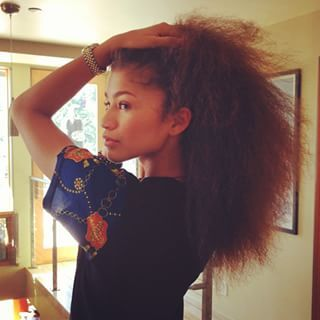 Zendaya set her sandy mane free and then cut us with this razor-sharp face! | 15 Celebrities Show What Their Real Hair Actually Looks Like Without Weave