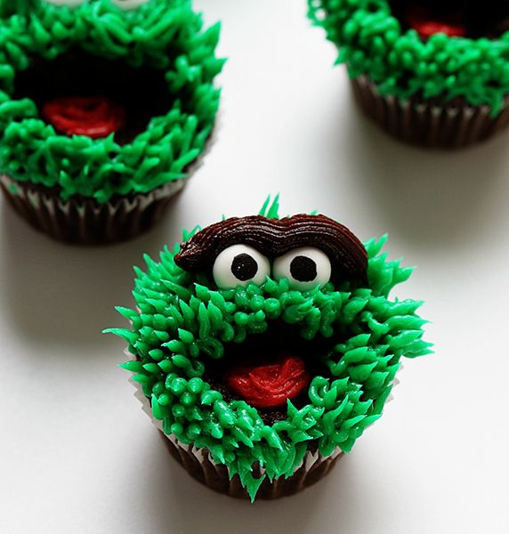 oscar the grouch cupcakes ~ http://iambaker.net