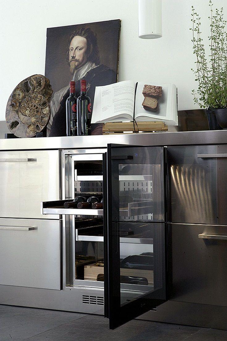 Each kitchen is a work of art. Kitchens 100% stainless steel, fitted kitchens, modular kitchens, freestanding, built-in appliances. Ogni cucina è un'opera d'arte. Cucine 100% acciaio inox, cucine su misura, cucine modulari, freestanding, elettrodomestici ad incasso. #Kitchendesign #architecture #XeraCucine