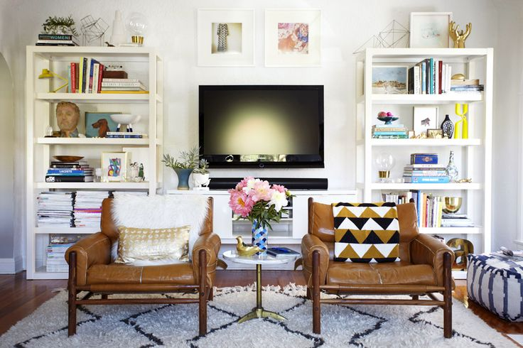 beautiful retro vs. modern living room by emily henderson #retrofurniture