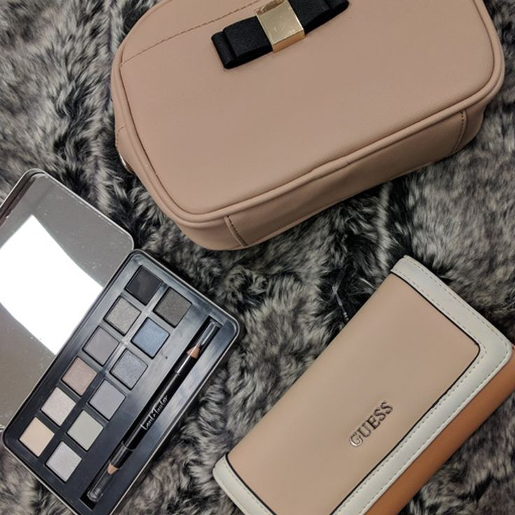 Makeup, wallet & purse - you're all set. This trio is what you need to take you from day to evening in a snap! #essentials #accessorize #PlatosClosetOshawa #gentlyused // #LordandTaylor make-up palette, $10 // #Guess wallet, $18 // #Danier purse, $35 // | www.platosclosetoshawa.com