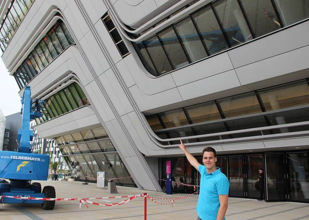 Betonplatte löste sich über Eingang - Hledat Googlem