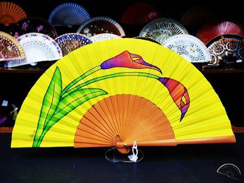 Entra en nuestra web y conoce la variedad de colores y tamaños en las que te ofrecemos nuestros abanicos.