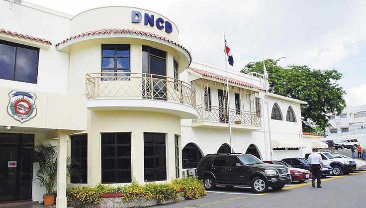 La Dirección Nacional de Control de Drogas (DNCD) informó este domingo el apresamiento de dos hombres en el Aeropuerto Internacional de Punta Cana, provincia La Altagracia, momentos en viajarían