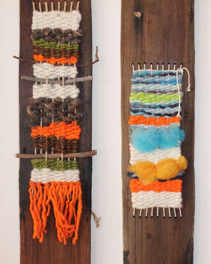 Mini telar con lana de oveja teñida naturalmente, en tejuelas de alerce recicladas Telar con lana de oveja en tejuelas recicladas. Medidas aproximadas 65 x 12 cms. $9.500.- cada uno