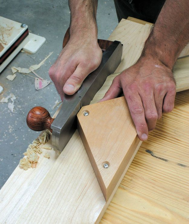 Make a miter shooting board – an indispensable hand-tool appliance for sneaking up on perfectly fit miter joints. By Don McConnell, from Popular Woodworking