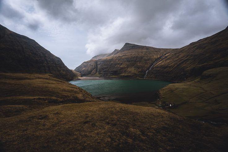 Saksun – Saksunadalur - Färöer Inseln // Ein See der eigentlich zum Meer gehört, aber bei Ebbe immer in diesem Becken vom Ozean abgeschnitten zurück bleibt