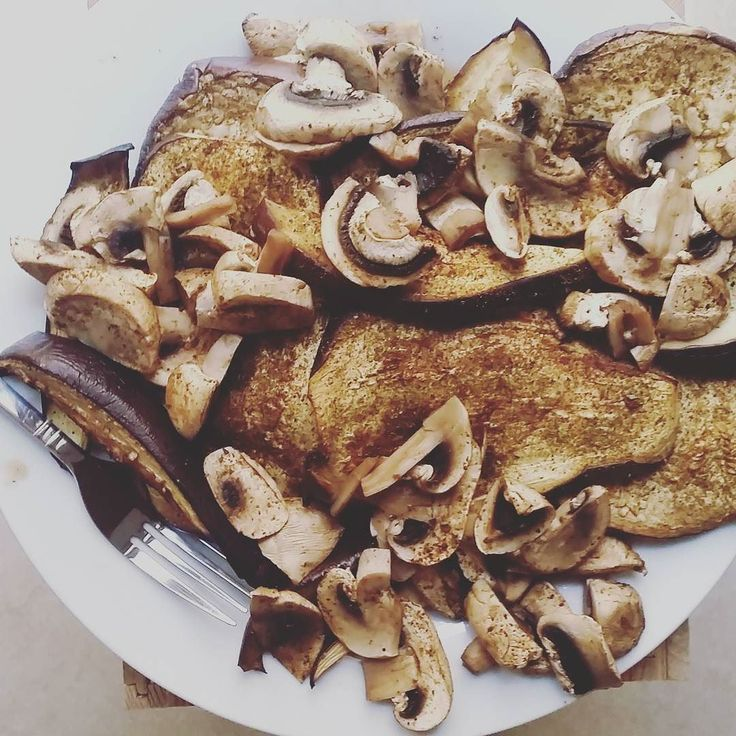 I made this #delicious #mushrooms #aubergines #whatveganseat #local #vegetables #oven #lunch August 05 2017 at 05:55PM