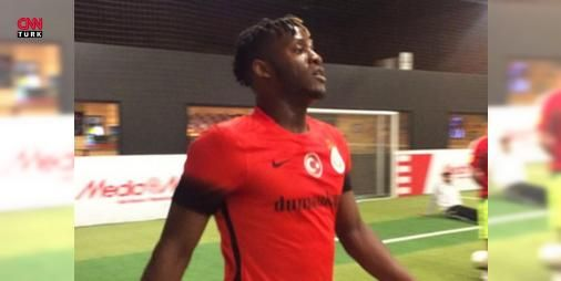 Chelsea'nin golcüsü Galatasaray formasıyla sahaya çıktı: Chelsea'nin sezon başında Marsilya'dan transfer ettiği golcü futbolcu Michy Batshuayi halı saha maçına Jason Denayer'in Galatasaray formasıyla çıktı.