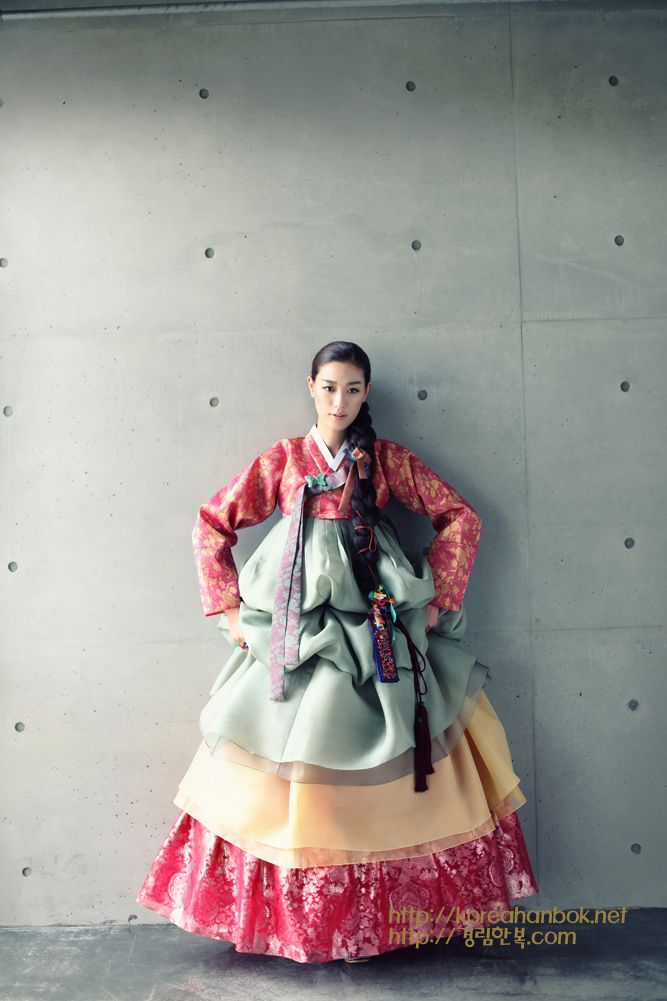 Hanbok. Korean traditional dress by Kyung Lim