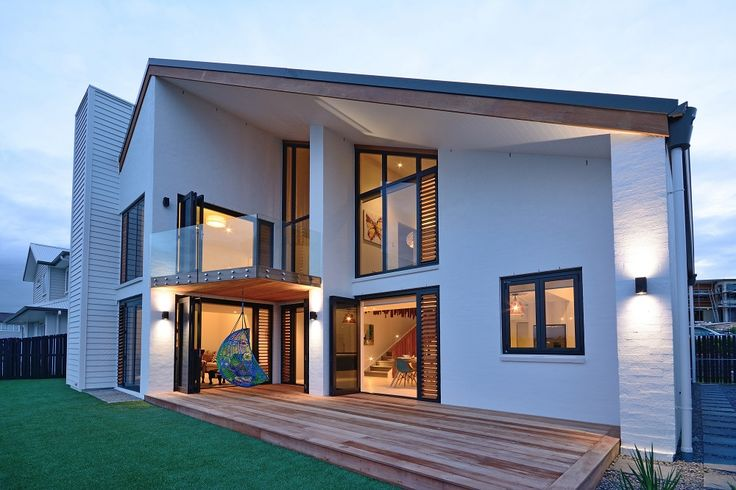 The contrast between the natural timber of the deck and window shutters and the white bagged brick exterior cladding is both striking and modern (ID 1176)