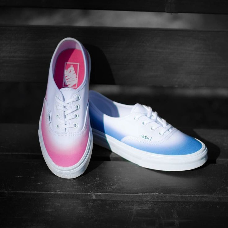 #shoes #sneakers #buty #trampki #obuwie #pinkorblue #rozoweczyniebieskie #vans #authentic #sneakershots #sneakerholics #photooftheday #photography #summer #ombre